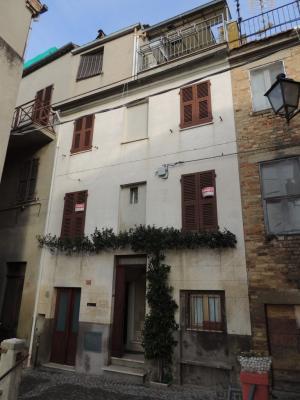 Casa affiancata cielo terra in Vendita a Acquaviva Picena