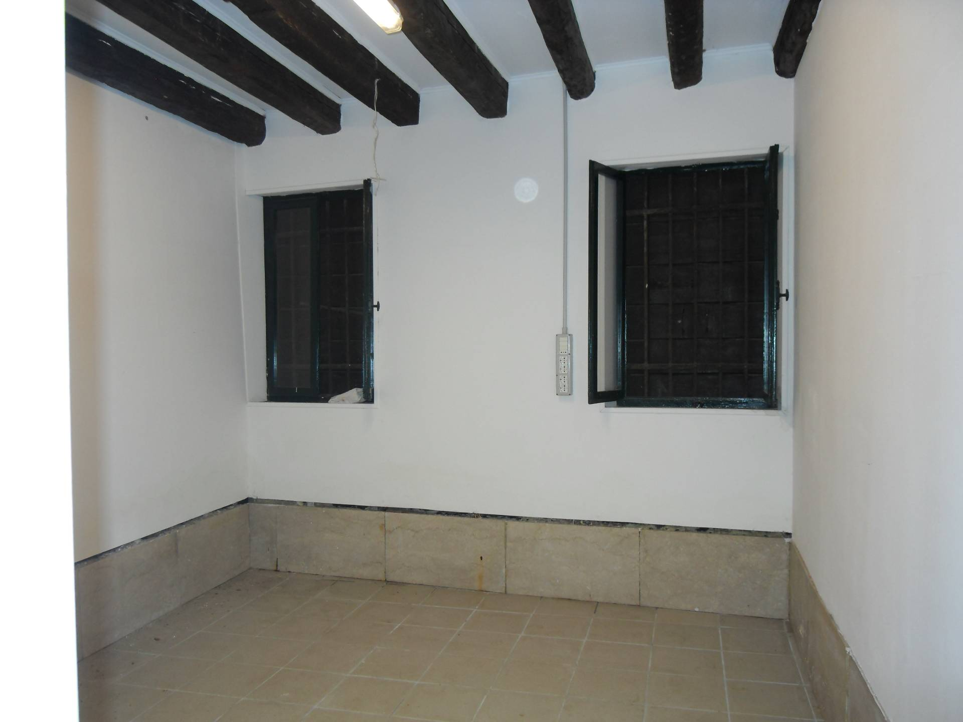 Magazzino in affitto a Venezia, 9999 locali, zona Zona: 4 . Castello, prezzo € 850   Cambio Casa.it