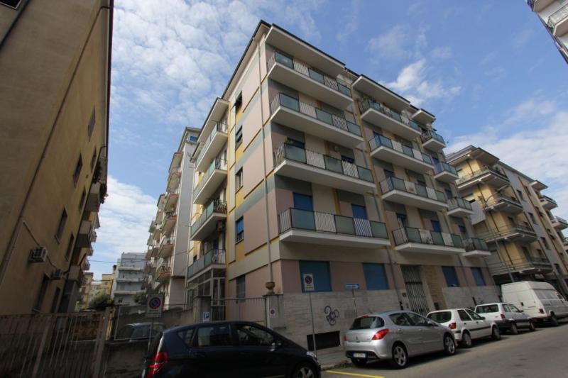 affitto appartamento cosenza   500 euro  5 locali  150 mq