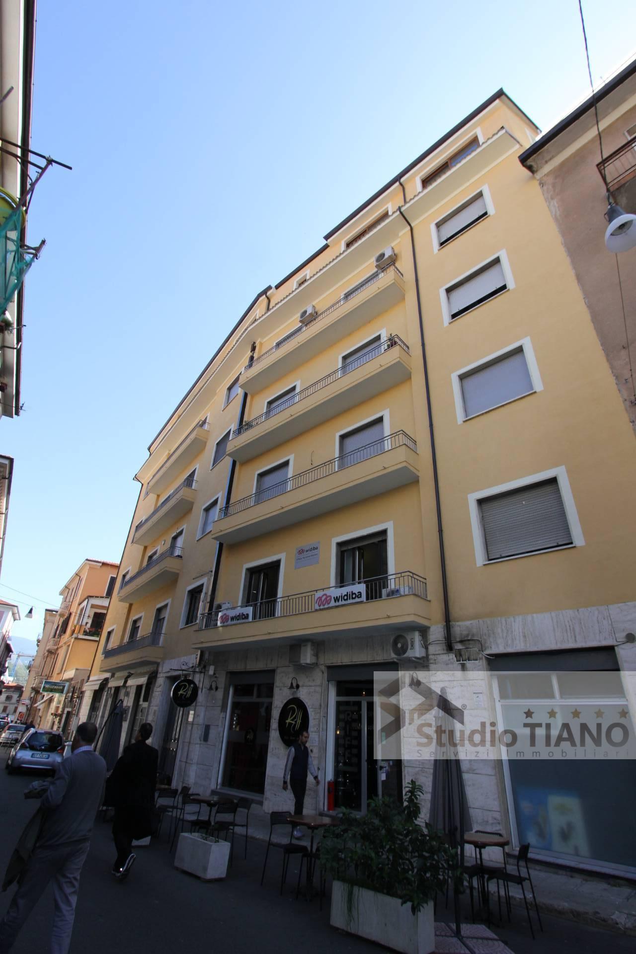 Ufficio / Studio in vendita a Cosenza, 9999 locali, zona Località: Centro, Trattative riservate | PortaleAgenzieImmobiliari.it