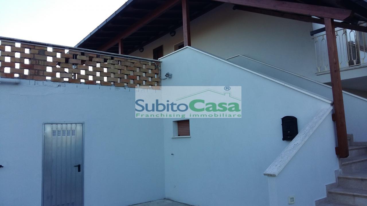 Appartamento in affitto a Rosciano, 6 locali, zona Località: VillaOliveti, prezzo € 450   Cambio Casa.it