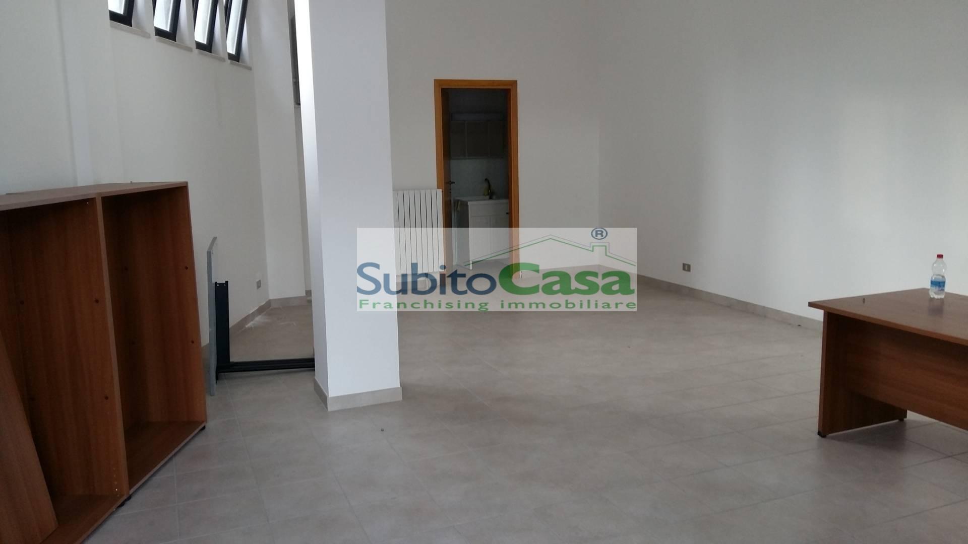 Negozio / Locale in affitto a Chieti, 9999 locali, zona Località: ChietiScaloZonaStazione, prezzo € 430 | Cambio Casa.it