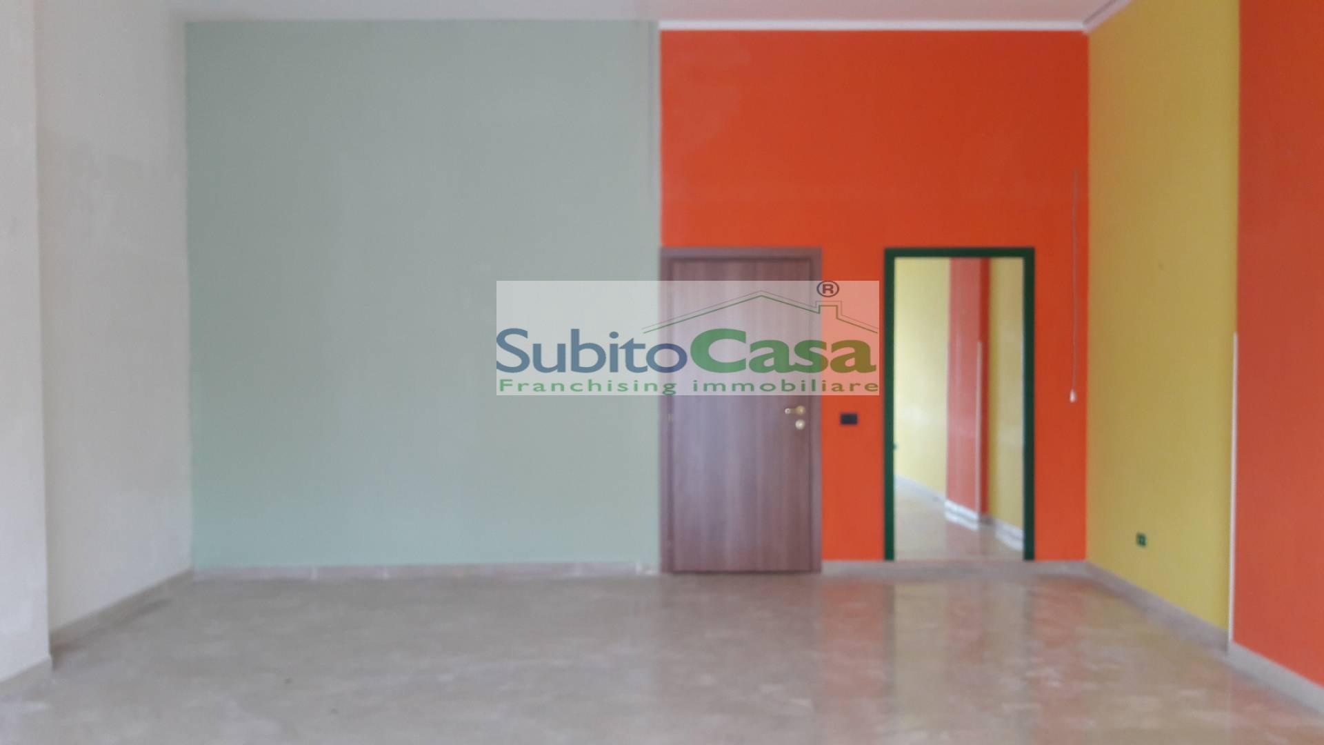 Negozio / Locale in affitto a Chieti, 9999 locali, zona Località: ChietiScaloZonaCentro, prezzo € 480 | Cambio Casa.it