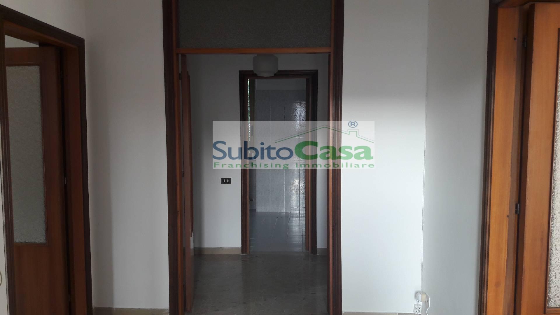 Appartamento in affitto a Cepagatti, 5 locali, zona Località: Centro, prezzo € 380 | Cambio Casa.it