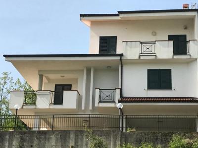 Villa in Vendita a San Vincenzo La Costa