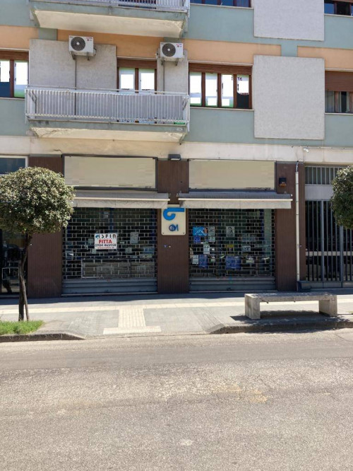 Locale commerciale in Affitto a Cosenza