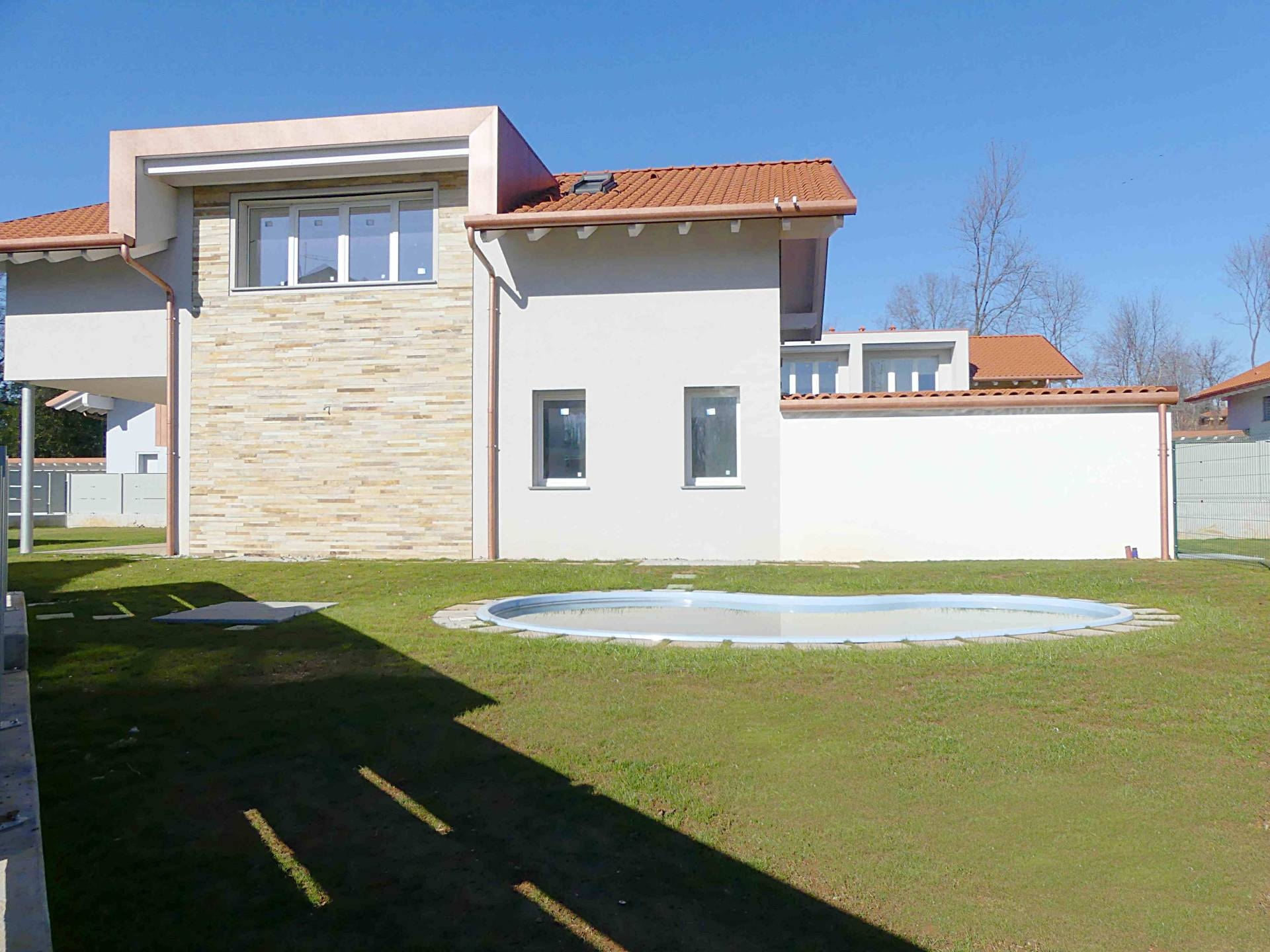 Villa in vendita a Tradate, 4 locali, prezzo € 490.000 | CambioCasa.it