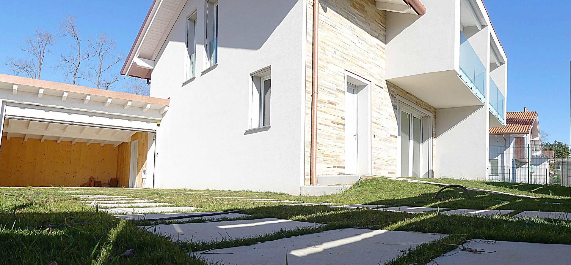 Villa in vendita a Tradate, 4 locali, prezzo € 290.000 | CambioCasa.it