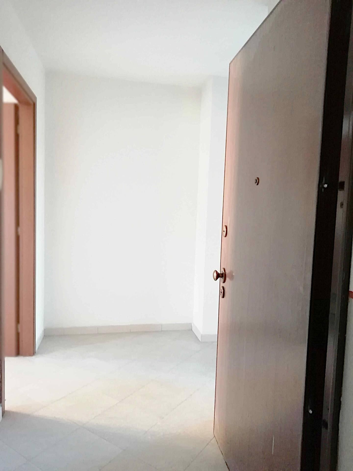 Appartamento in vendita a Lonate Ceppino, 3 locali, prezzo € 94.000 | PortaleAgenzieImmobiliari.it