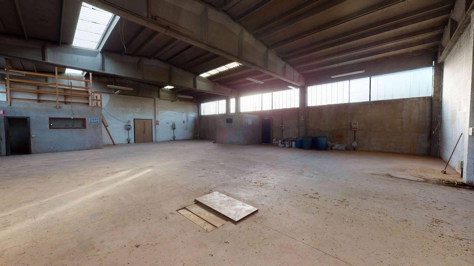 Capannone in affitto a Venegono Superiore, 9999 locali, prezzo € 300.000 | PortaleAgenzieImmobiliari.it