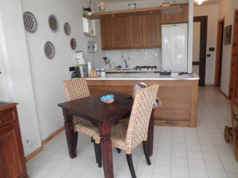 Villa in vendita a Montepaone, 3 locali, zona Località: PERIFERIA, prezzo € 95.000 | Cambio Casa.it