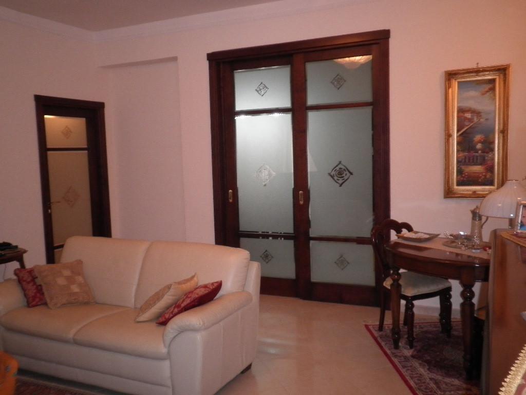 vendita appartamento catanzaro viale de filippis  160000 euro  3 locali  125 mq