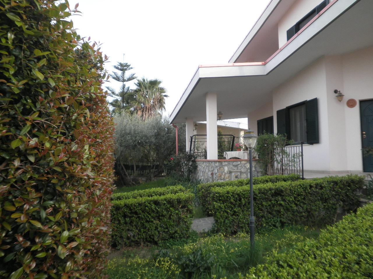 Villa in vendita a Simeri Crichi, 6 locali, zona Località: SimeriMare, prezzo € 360.000 | Cambio Casa.it
