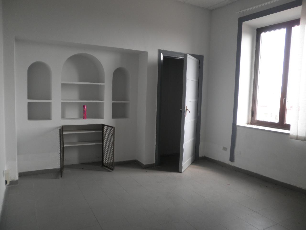 Appartamento in affitto a Catanzaro, 5 locali, zona Località: CATANZAROCENTRO, prezzo € 900 | Cambio Casa.it