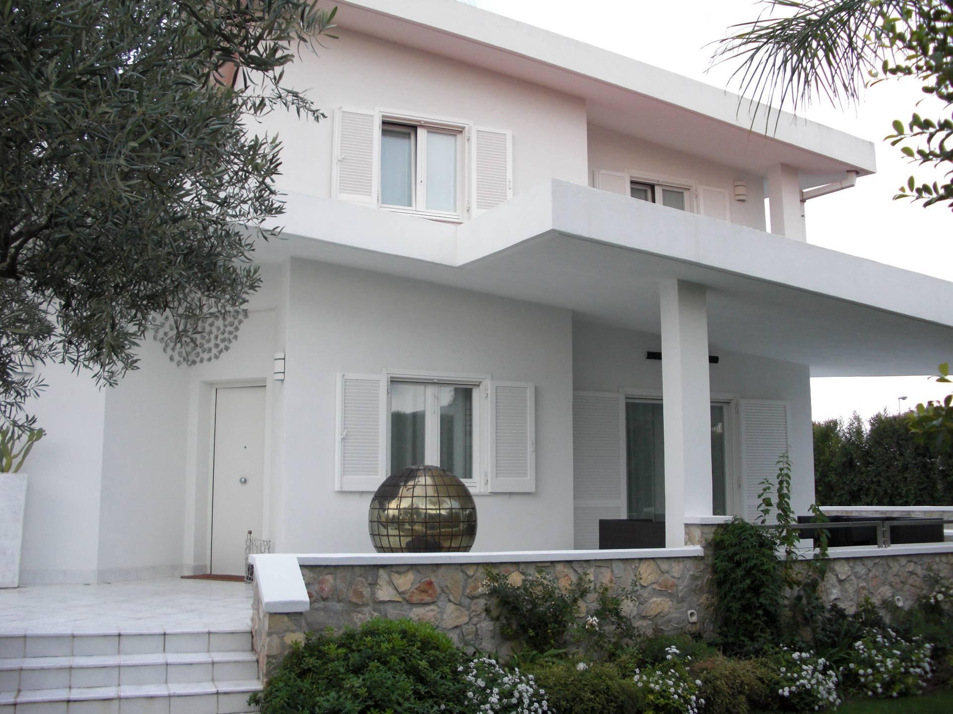 Villa in vendita a Catanzaro, 8 locali, zona Località: CATANZAROSUD, Trattative riservate | Cambio Casa.it