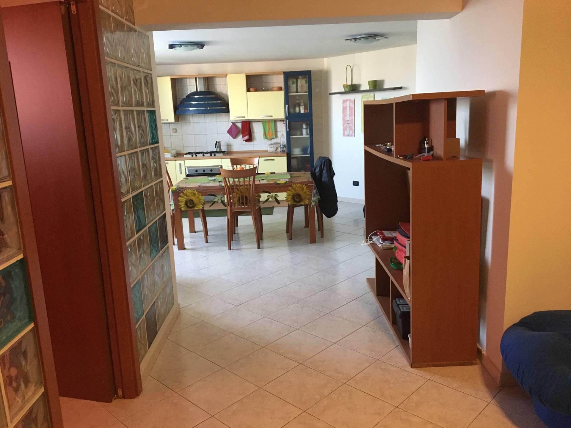 Appartamento in vendita a Catanzaro, 3 locali, zona Località: ViaB.DaSeminara, prezzo € 68.000 | CambioCasa.it