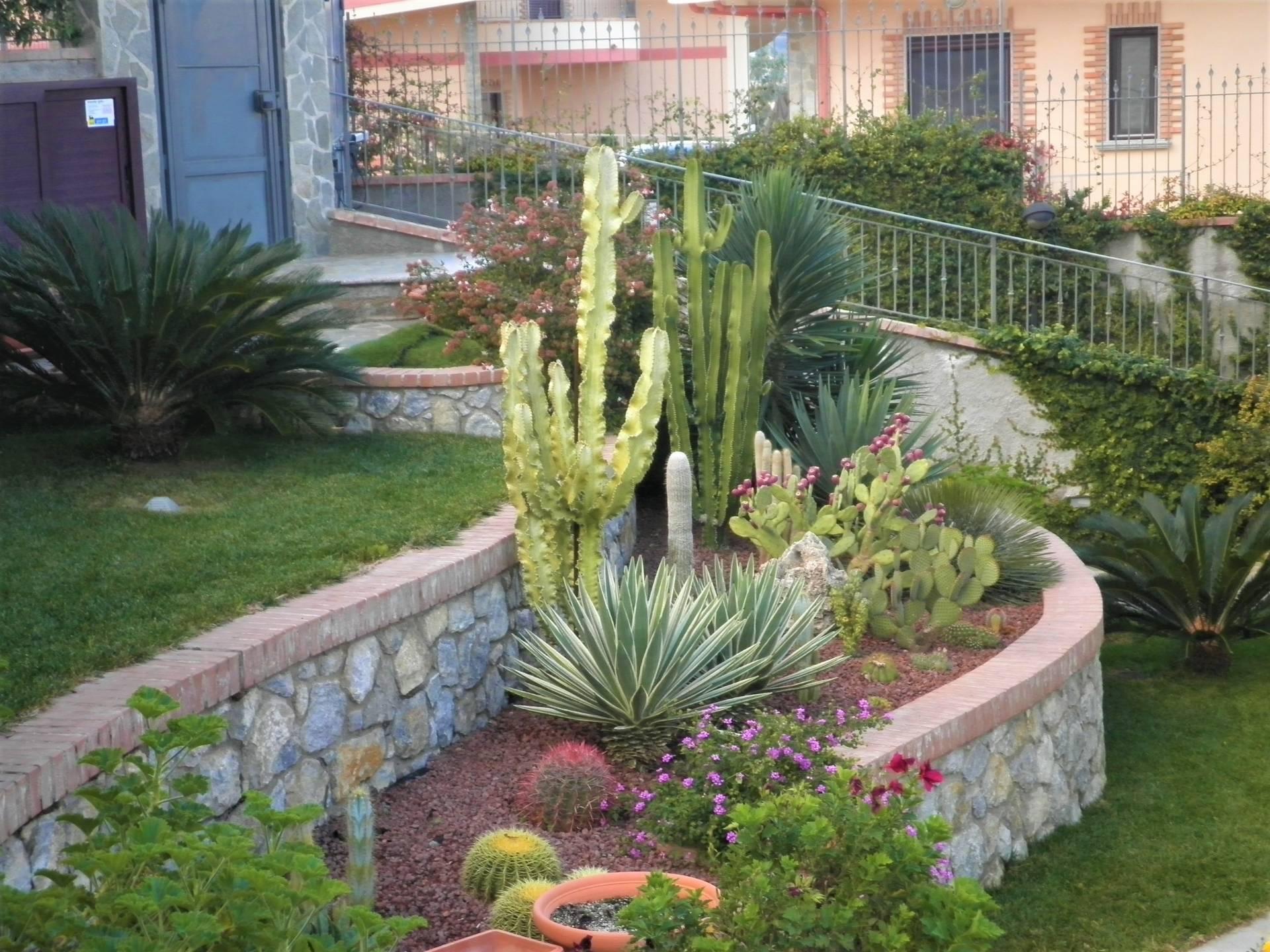 Villa in vendita a Soverato, 9 locali, zona Località: Soverato, prezzo € 950.000   CambioCasa.it