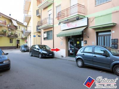 LOCALE CON BAGNO <Br> ADIACENTE VIA ROMA