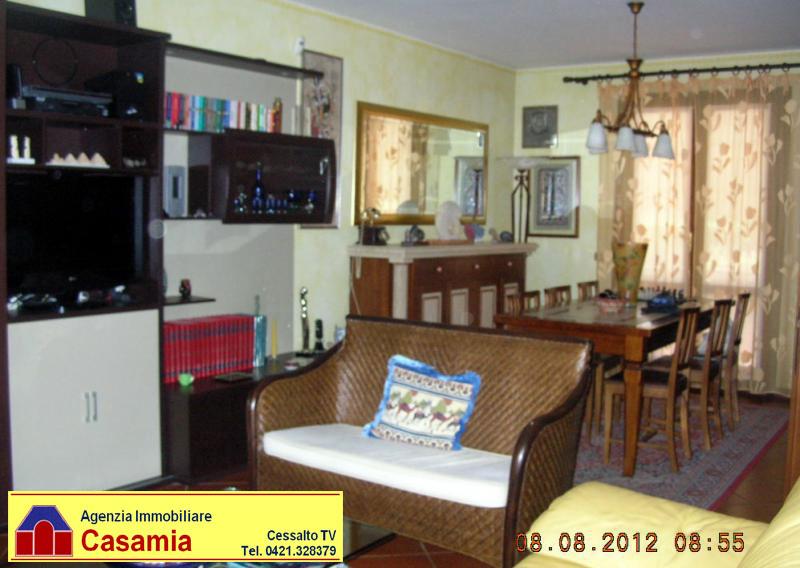 Villa a Schiera in vendita a Ceggia, 12 locali, prezzo € 220.000 | CambioCasa.it