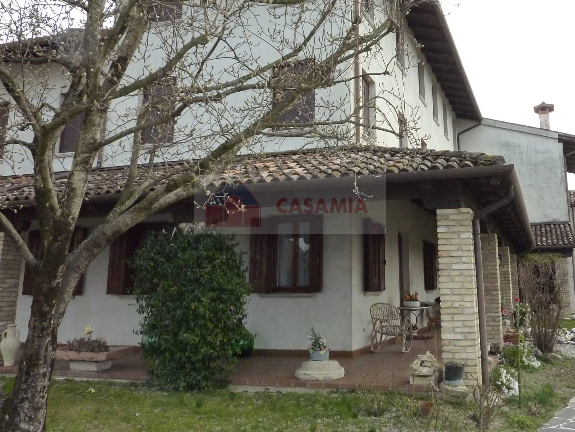 Villa in vendita a Meduna di Livenza, 15 locali, prezzo € 220.000   CambioCasa.it