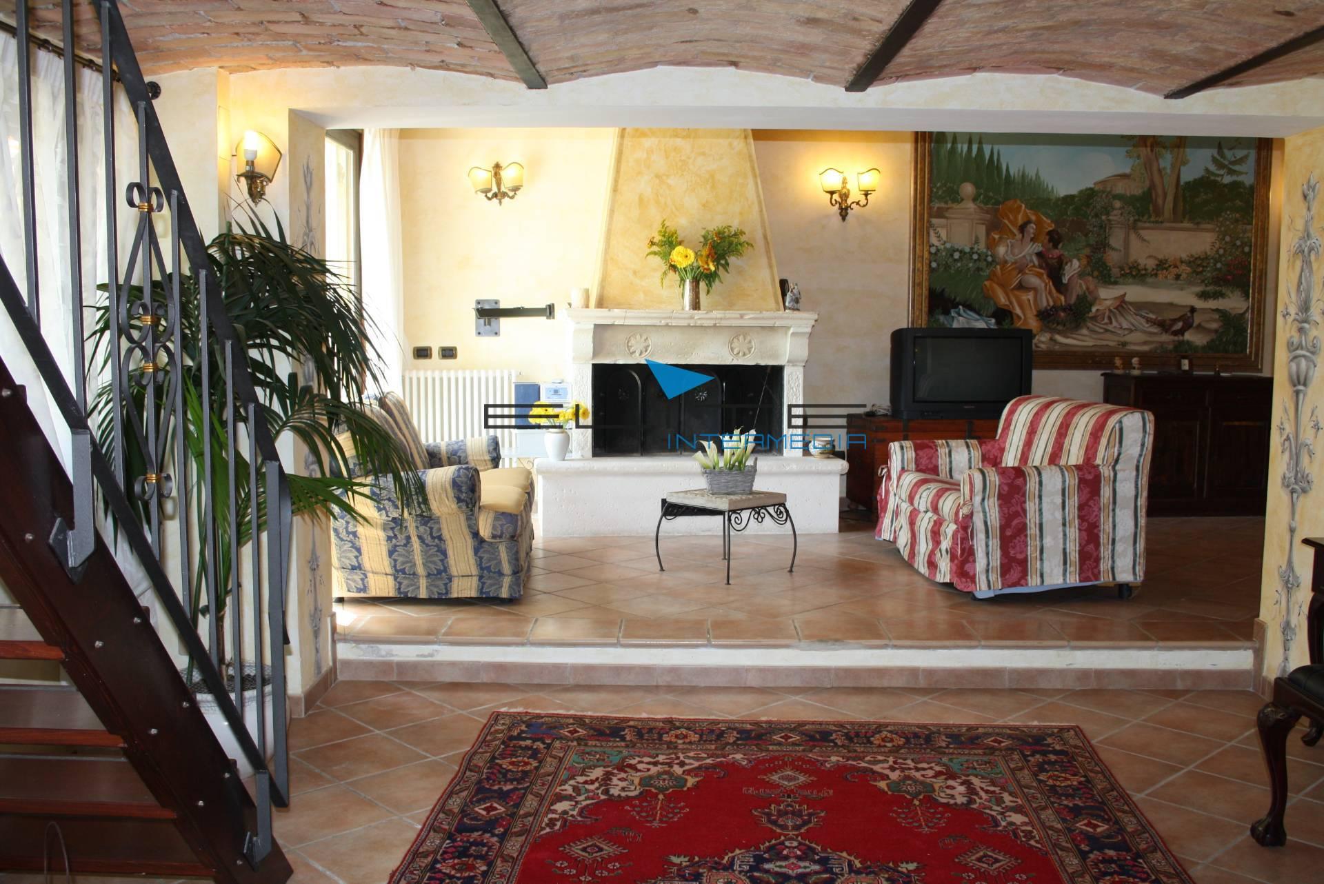 Villa in vendita a San Giovanni Teatino, 6 locali, prezzo € 250.000 | Cambio Casa.it