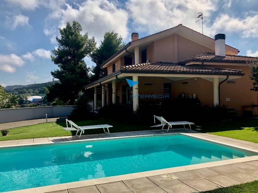 Divani E Divani Montesilvano.Villa In Vendita A Montesilvano Cod 1511