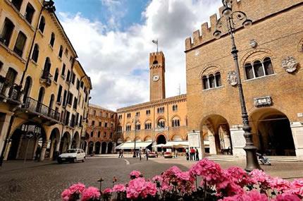 Appartamento in affitto a Treviso, 9 locali, zona Località: Centrostorico, prezzo € 2.000 | Cambio Casa.it