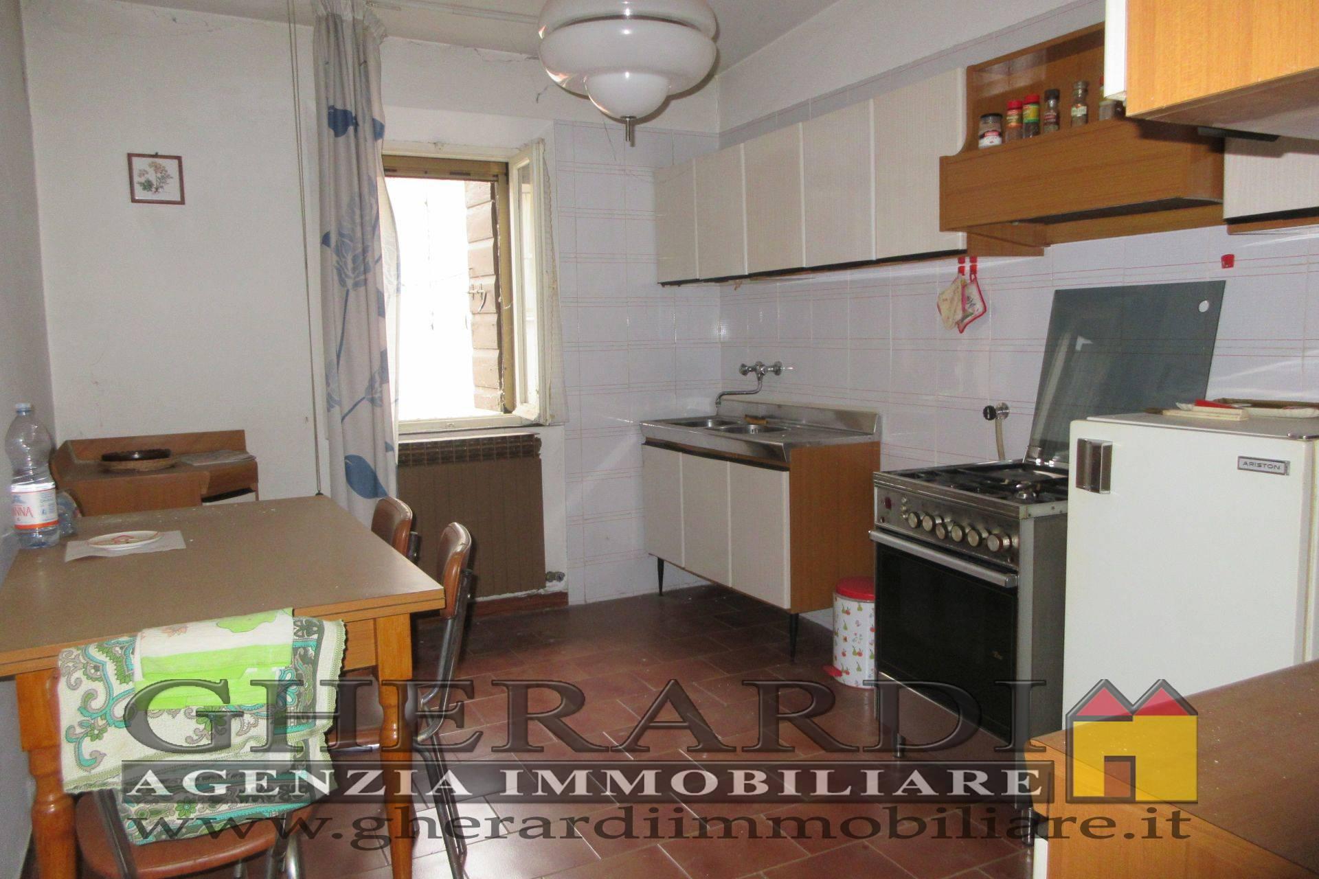 Appartamento in vendita a Bondeno, 3 locali, zona Località: ZonaCentrale, prezzo € 34.000 | CambioCasa.it