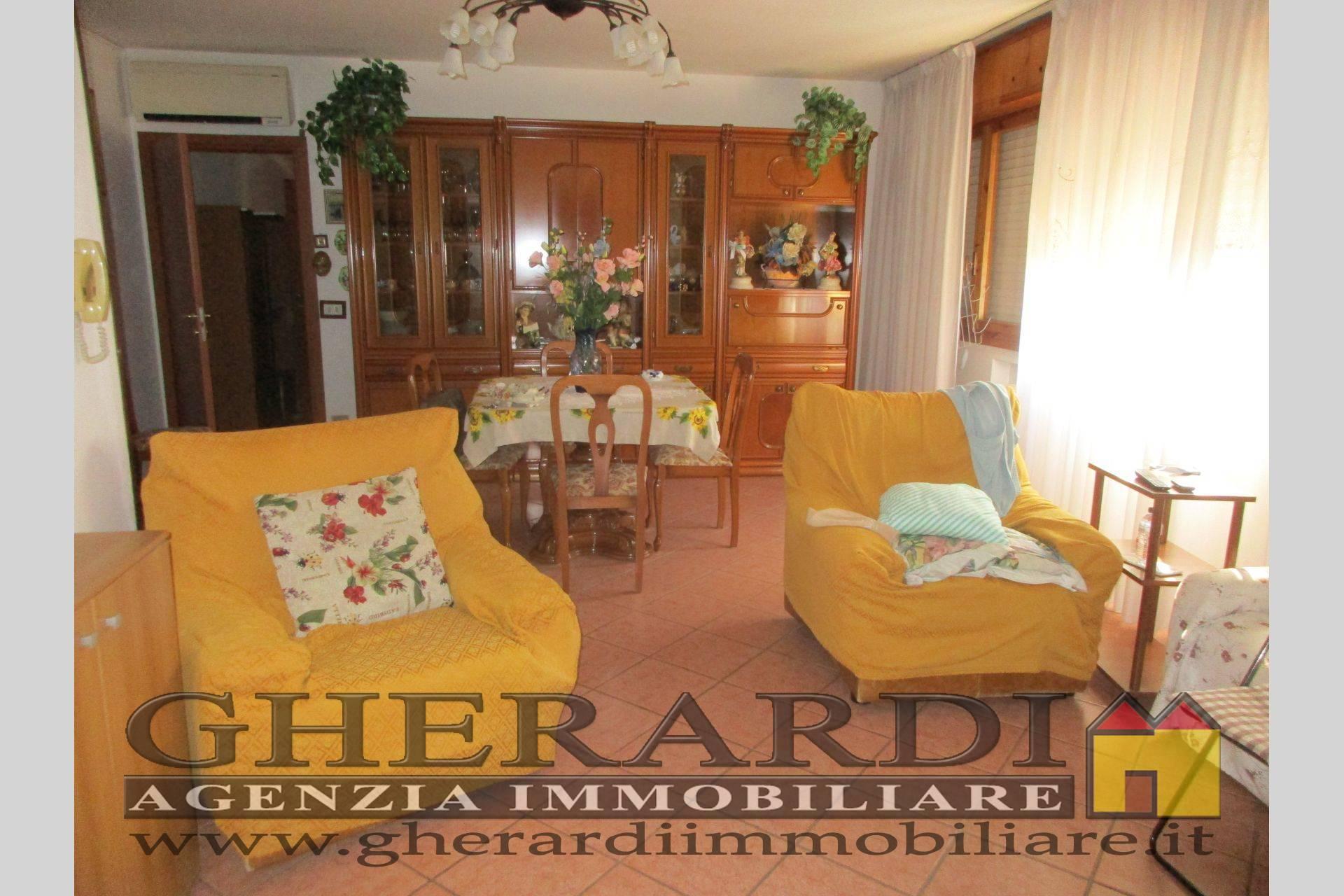 Appartamento in vendita a Poggio Renatico, 4 locali, zona Località: Semicentrale, prezzo € 95.000   CambioCasa.it