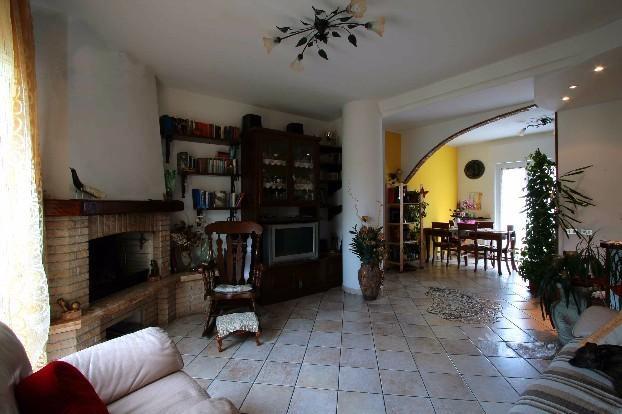 Appartamento in vendita a Olginate, 4 locali, prezzo € 155.000 | Cambio Casa.it