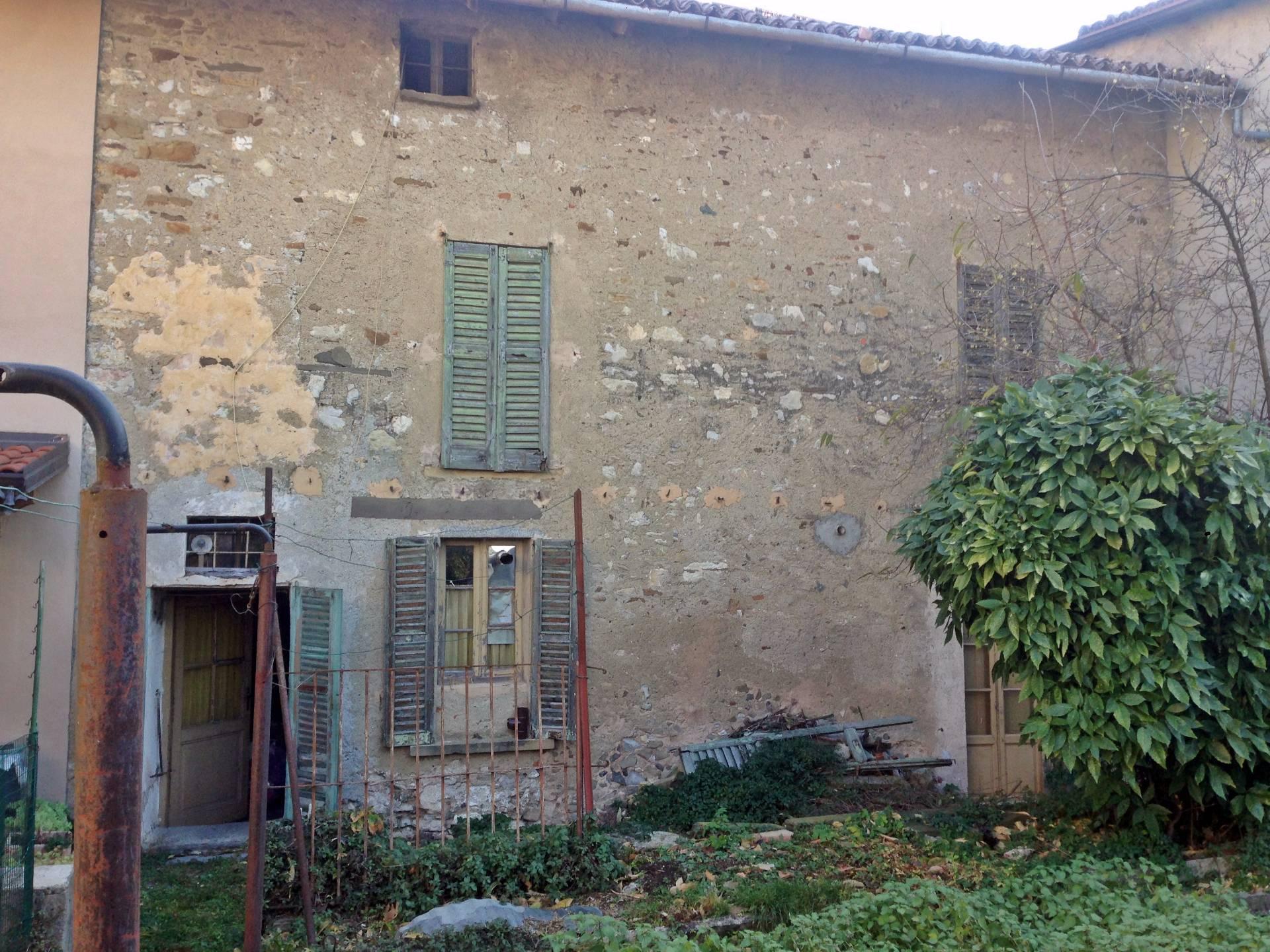 Soluzione Indipendente in vendita a Vercurago, 8 locali, prezzo € 85.000 | Cambio Casa.it