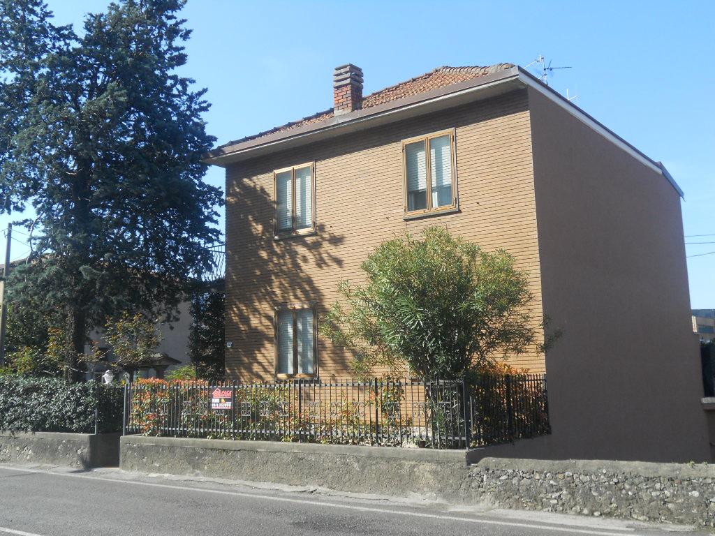 Villa in vendita a Lecco, 6 locali, prezzo € 295.000 | Cambio Casa.it