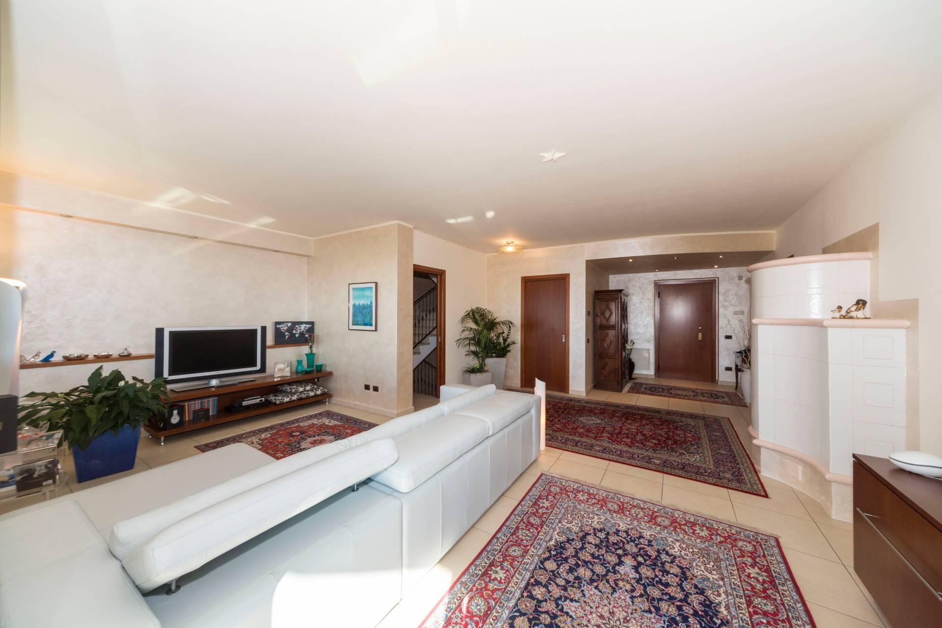 Villa in vendita a Lecco, 5 locali, zona Zona: Malnago , prezzo € 780.000 | Cambio Casa.it