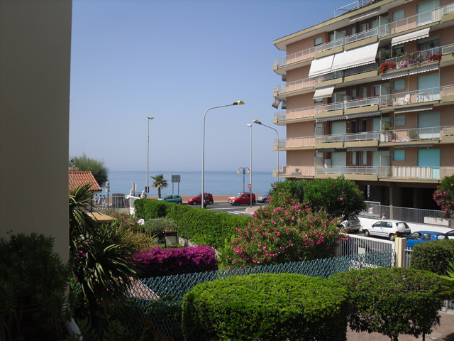 Palazzo / Stabile in affitto a Ventimiglia, 8 locali, prezzo € 60 | CambioCasa.it