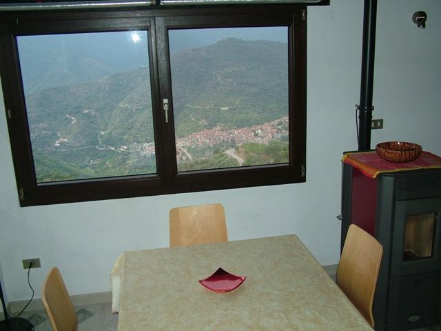 Appartamento in vendita a Perinaldo, 3 locali, prezzo € 60.000   CambioCasa.it