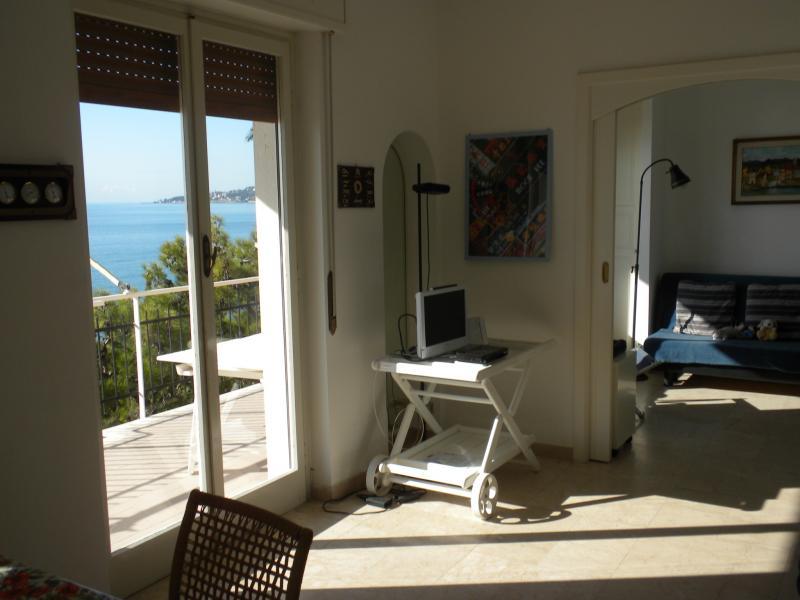 Appartamento in vendita a Ospedaletti, 3 locali, prezzo € 550.000 | CambioCasa.it