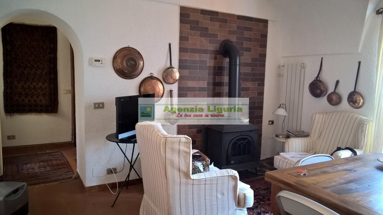 Appartamento in vendita a Perinaldo, 3 locali, prezzo € 80.000   CambioCasa.it