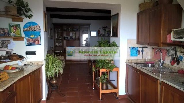 Appartamento in vendita a Perinaldo, 5 locali, prezzo € 150.000 | CambioCasa.it