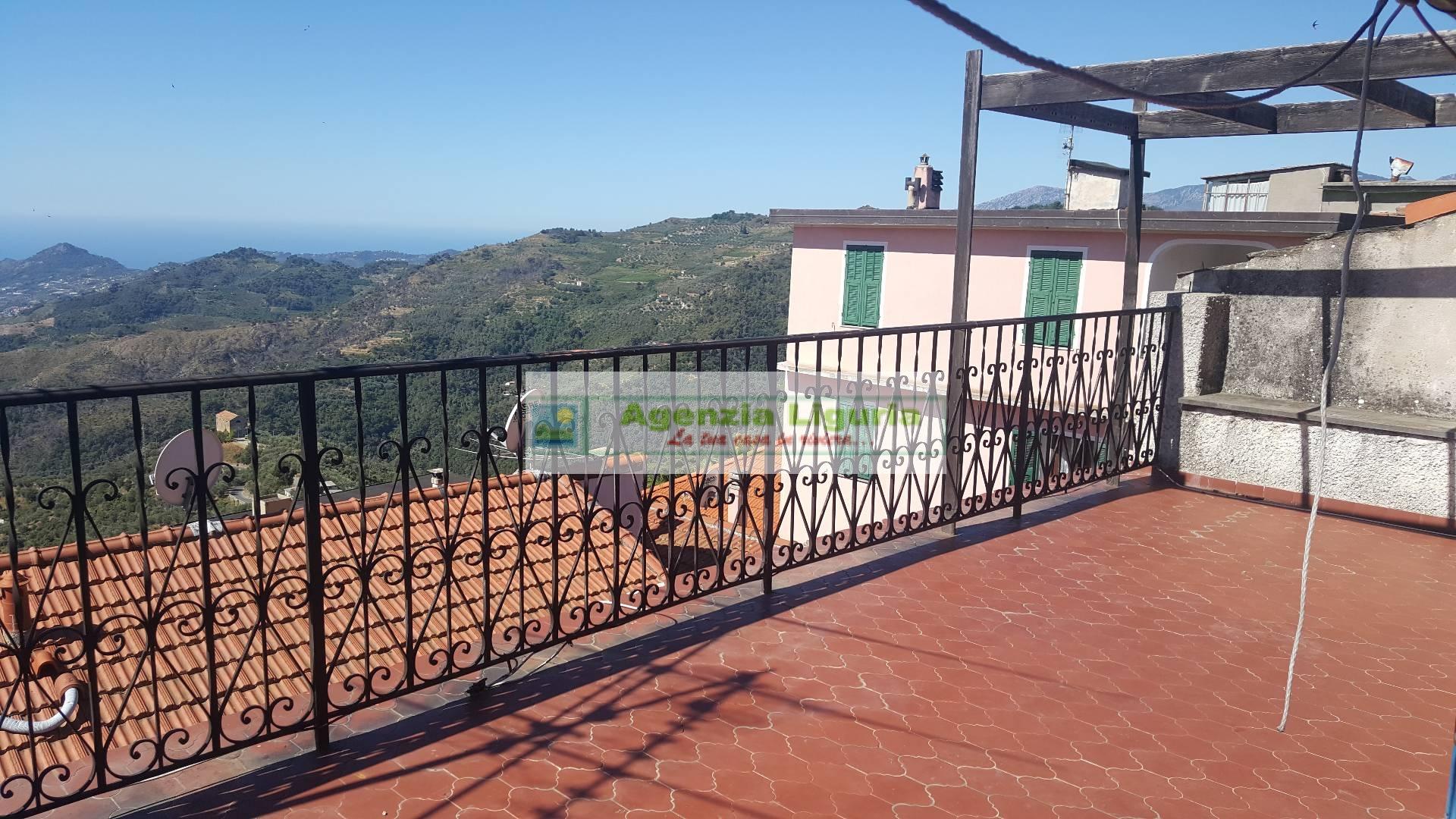 Appartamento in vendita a Perinaldo, 6 locali, prezzo € 100.000 | CambioCasa.it