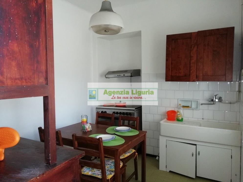 Appartamento in vendita a Bajardo, 2 locali, prezzo € 40.000   CambioCasa.it