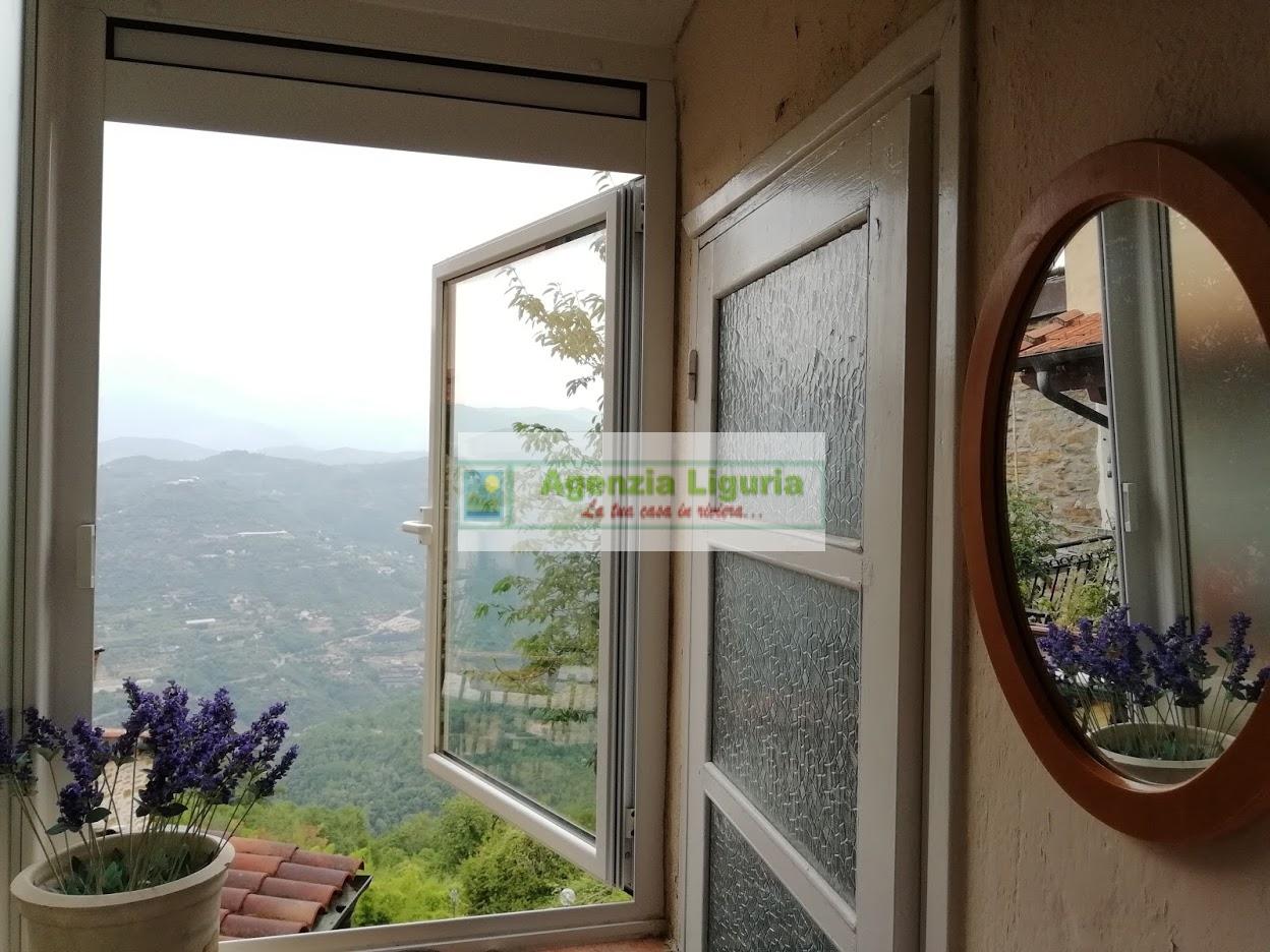 Appartamento in vendita a Perinaldo, 6 locali, prezzo € 65.000 | CambioCasa.it