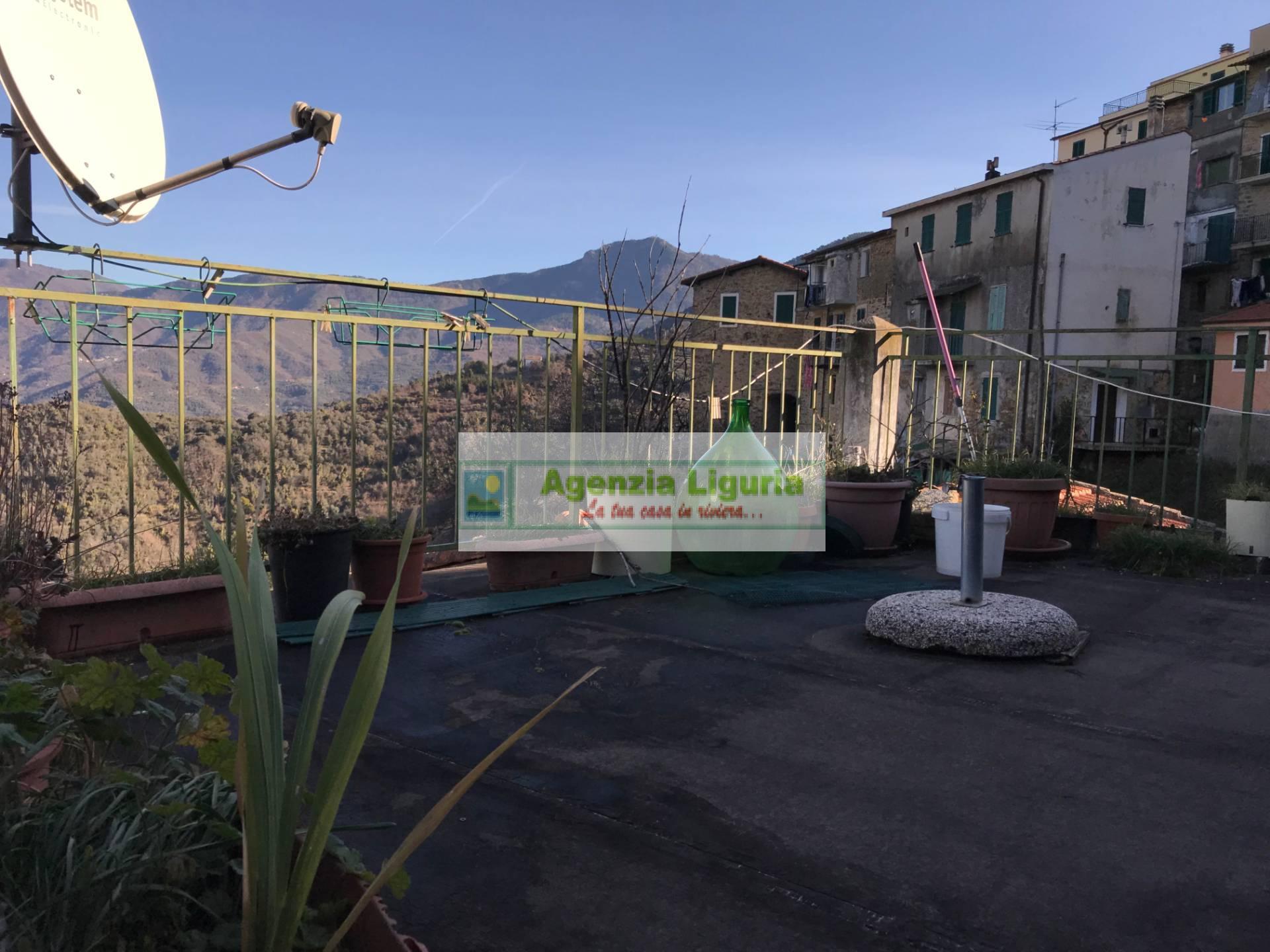 Appartamento in vendita a Perinaldo, 5 locali, prezzo € 40.000 | CambioCasa.it