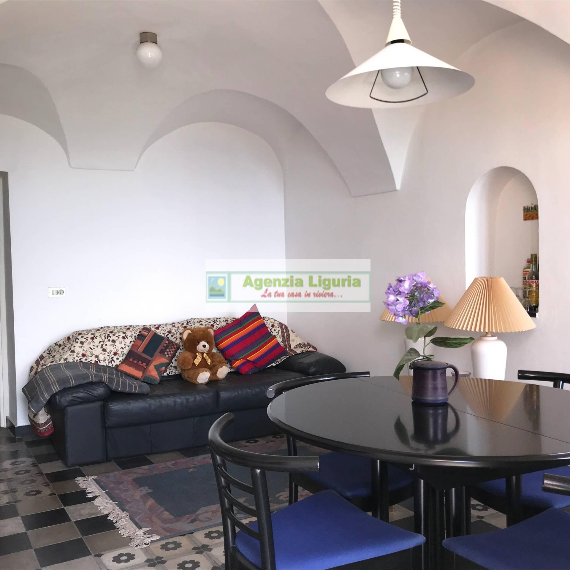 Appartamento in vendita a Perinaldo, 5 locali, prezzo € 135.000 | CambioCasa.it