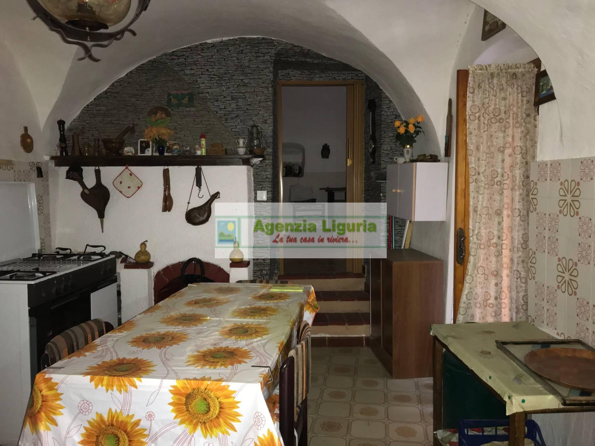 Appartamento in vendita a Perinaldo, 3 locali, prezzo € 30.000   CambioCasa.it