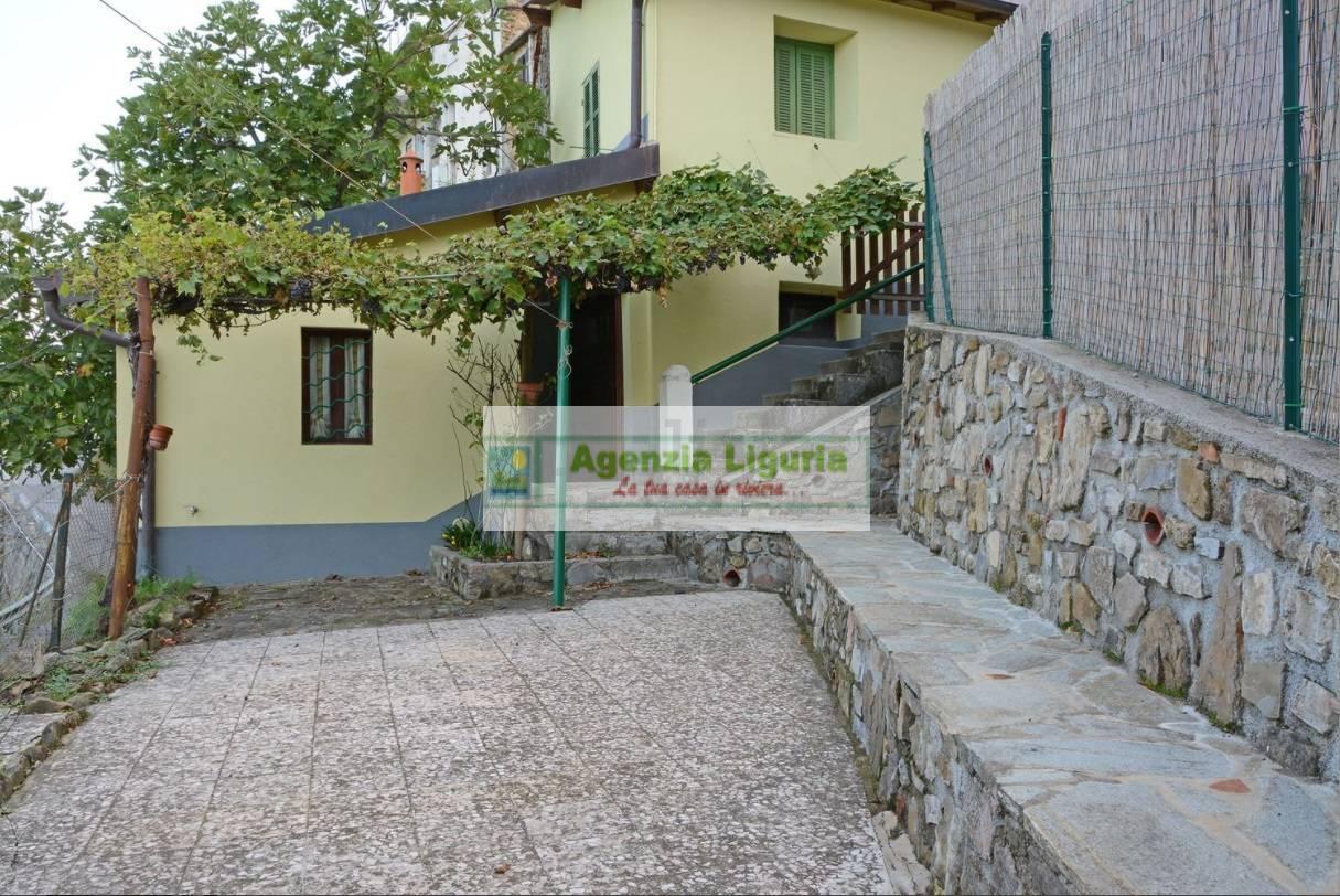 Appartamento in vendita a Perinaldo, 3 locali, prezzo € 65.000   CambioCasa.it