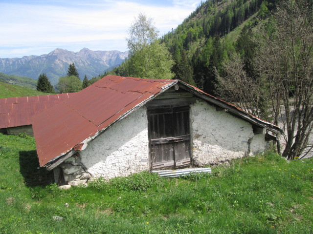 Casale rustico in vendita sella giudicarie id 15985 for Arredamento rustico trentino