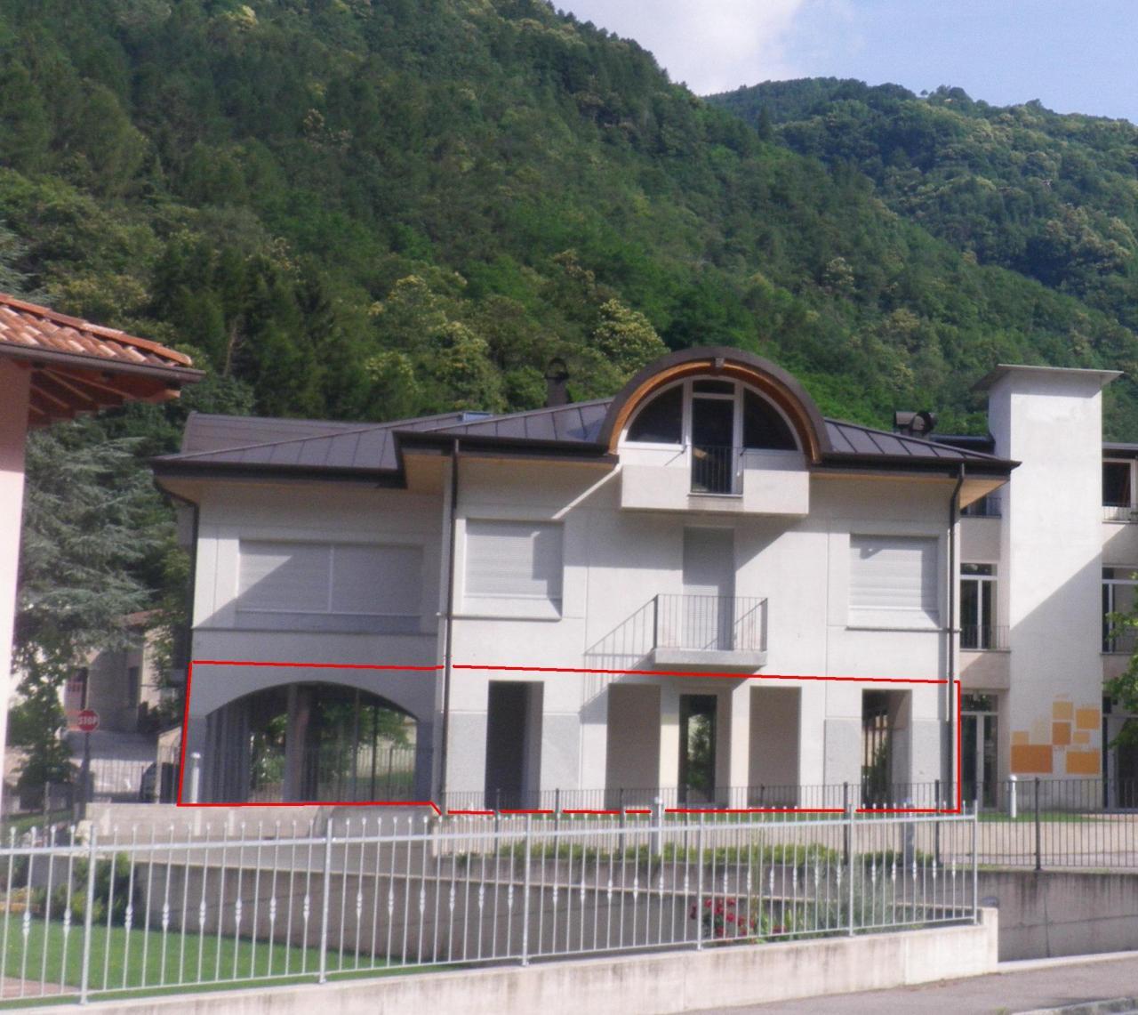 Negozio / Locale in affitto a Condino, 9999 locali, prezzo € 800 | CambioCasa.it