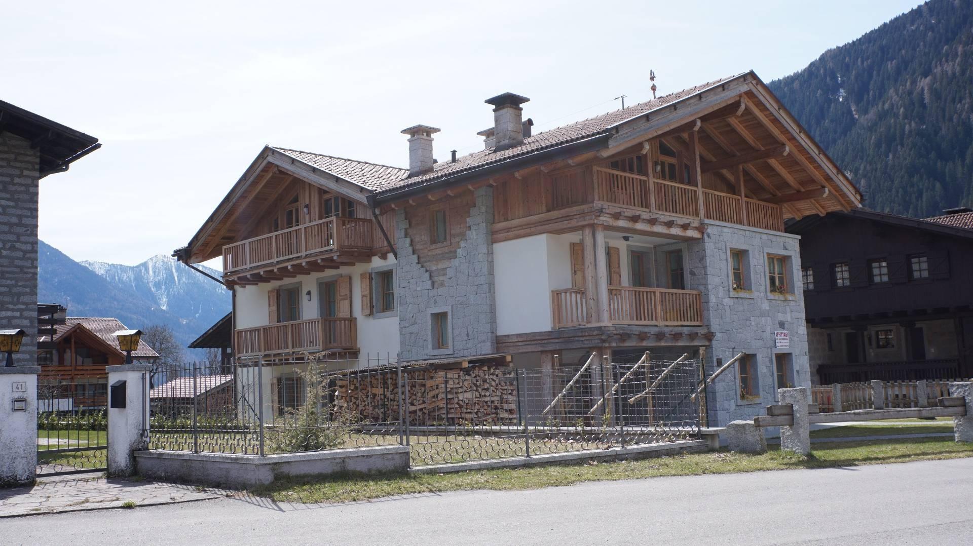 Negozio / Locale in affitto a Carisolo, 9999 locali, prezzo € 650 | CambioCasa.it