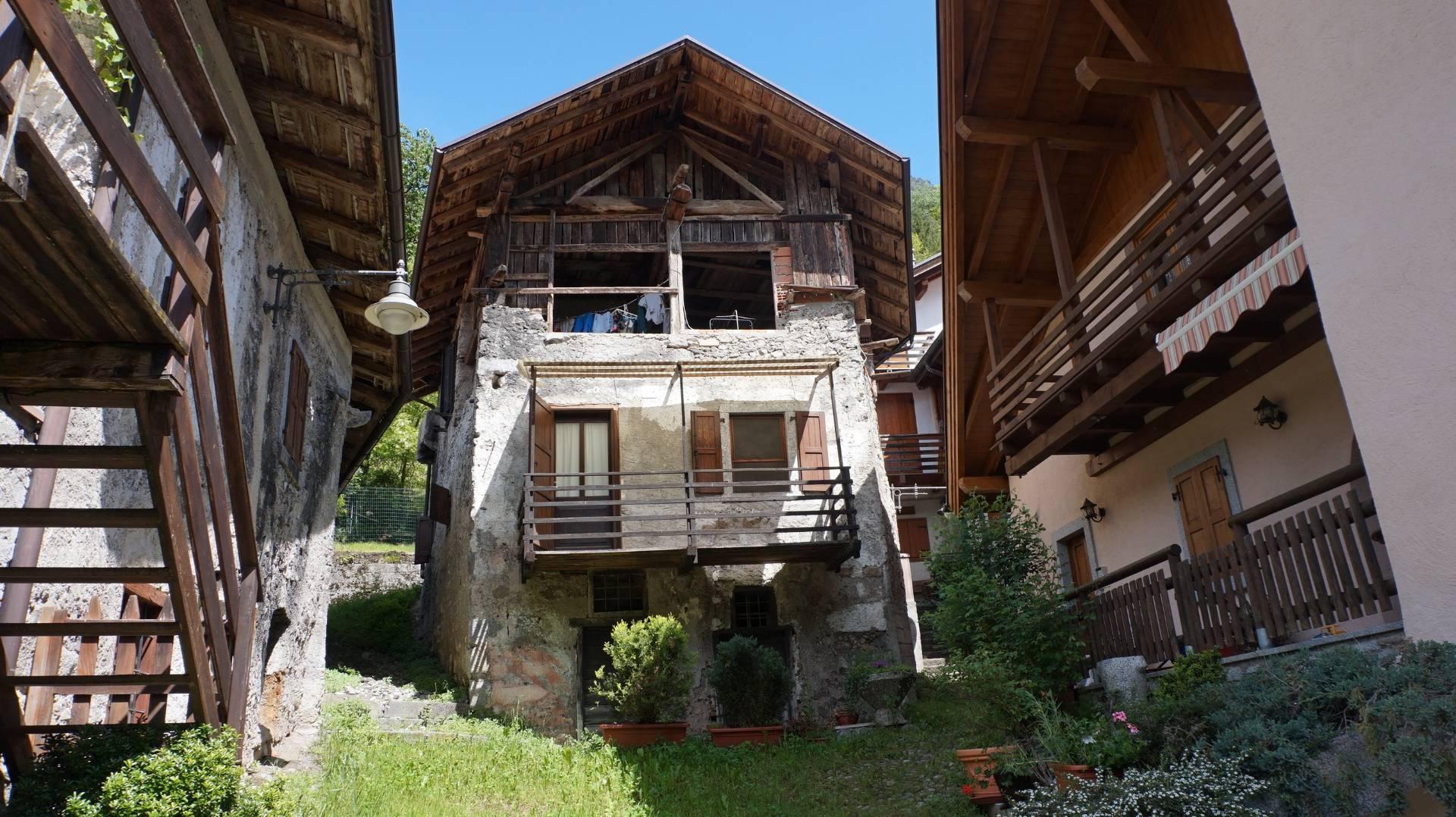 Soluzione Indipendente in vendita a Ragoli, 3 locali, zona Zona: Pez, prezzo € 80.000 | CambioCasa.it