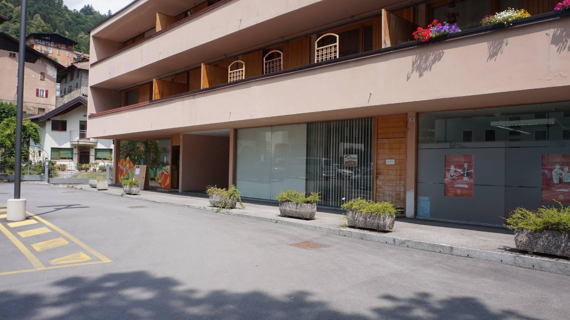 Negozio / Locale in vendita a Tione di Trento, 9999 locali, Trattative riservate | CambioCasa.it